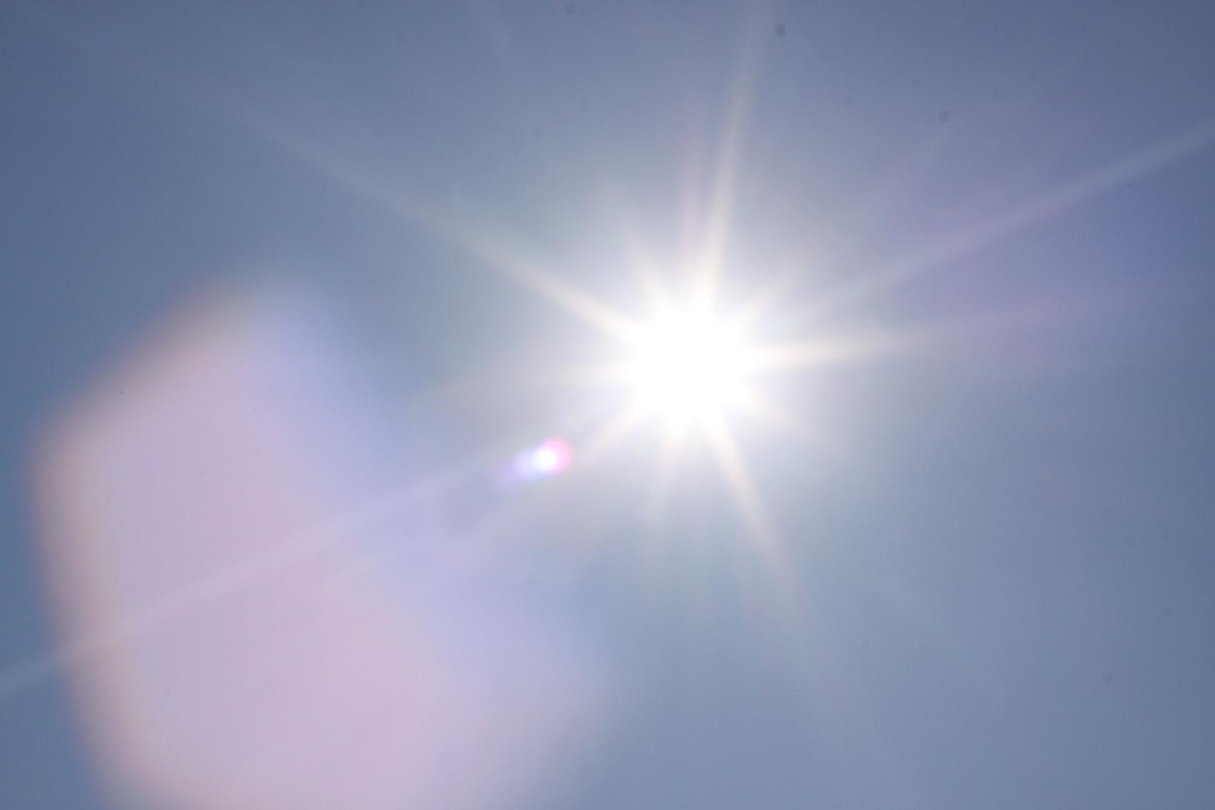 Sous le soleil pikërisht